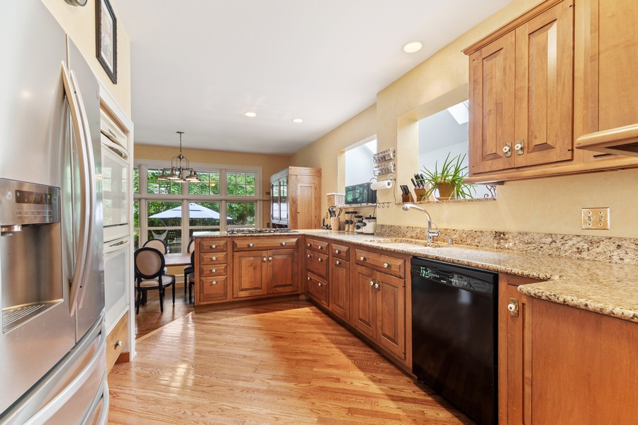 Real Estate Photography - 112 Derbyshire, Arlington Hts, IL, 60004 - Kitchen