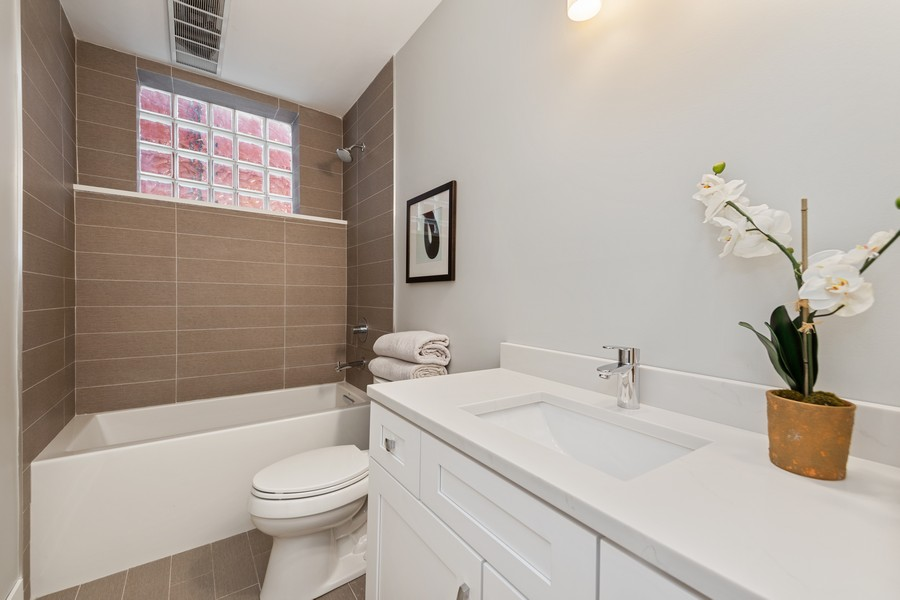 Real Estate Photography - 3248 S Prairie Avenue, Chicago, IL, 60616 - 3rd Bathroom
