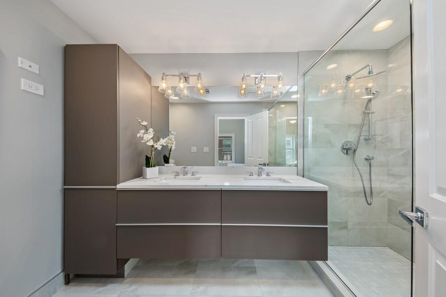 Real Estate Photography - 3248 S Prairie Avenue, Chicago, IL, 60616 - Master Bathroom