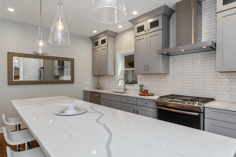 Real Estate Photography - 3248 S Prairie Avenue, Chicago, IL, 60616 - Kitchen