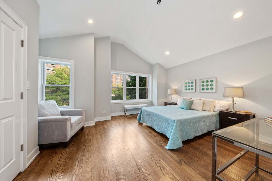 Real Estate Photography - 3248 S Prairie Avenue, Chicago, IL, 60616 - Bedroom