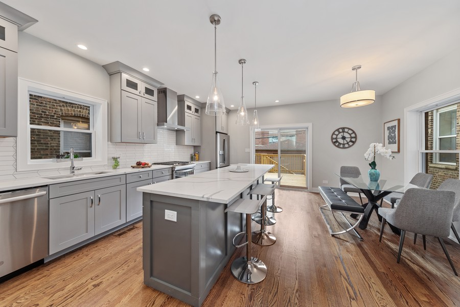 Real Estate Photography - 3248 S Prairie Avenue, Chicago, IL, 60616 - Kitchen / Breakfast Room
