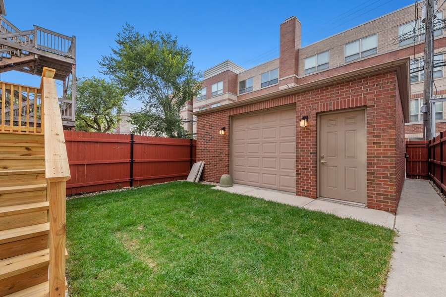 Real Estate Photography - 3248 S Prairie Avenue, Chicago, IL, 60616 - Back Yard