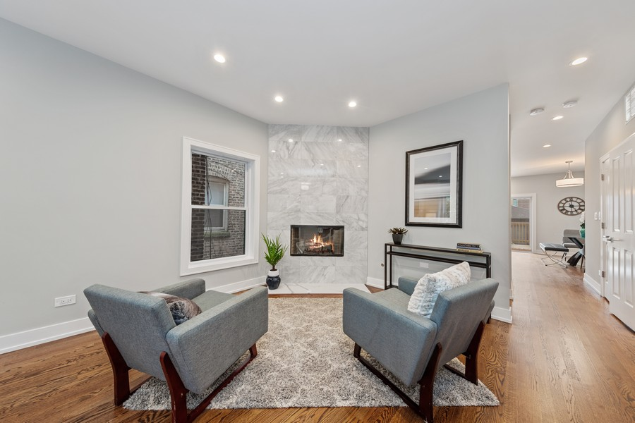 Real Estate Photography - 3248 S Prairie Avenue, Chicago, IL, 60616 - Living Room