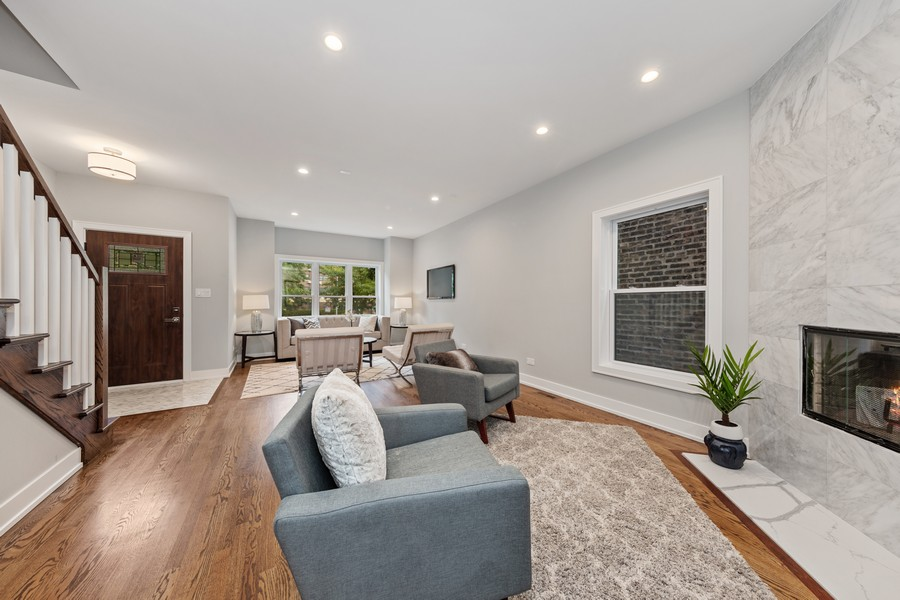 Real Estate Photography - 3248 S Prairie Avenue, Chicago, IL, 60616 - Living/Dining Room