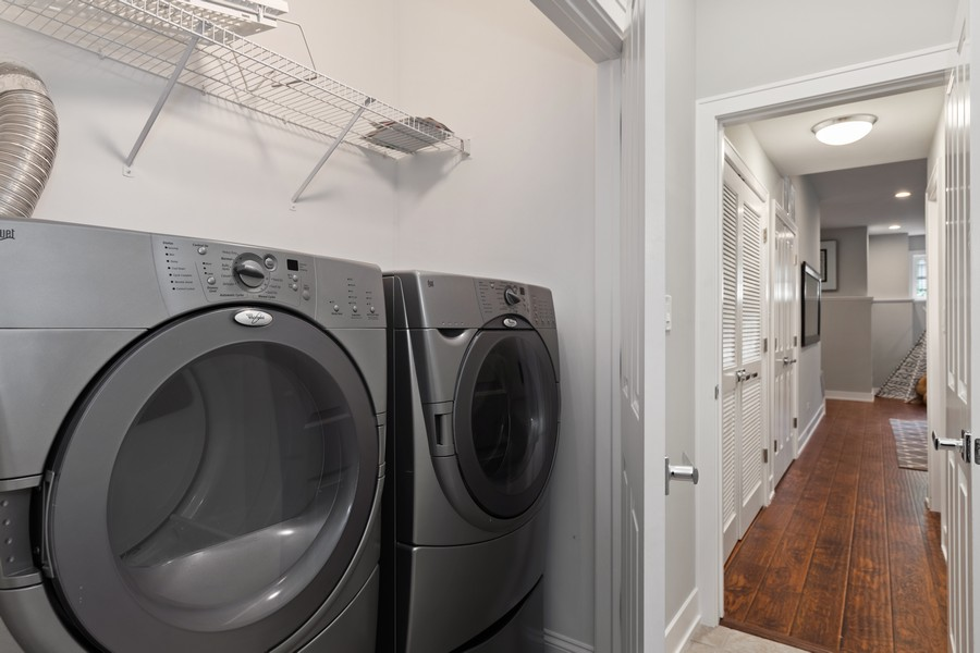 Real Estate Photography - 3248 S Prairie Avenue, Chicago, IL, 60616 - Laundry Room