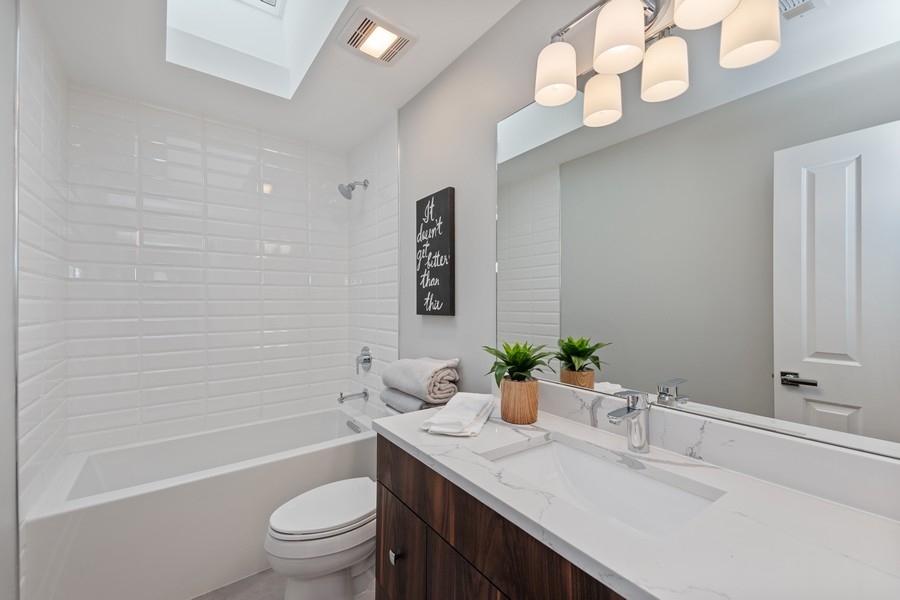 Real Estate Photography - 3248 S Prairie Avenue, Chicago, IL, 60616 - 2nd Bathroom