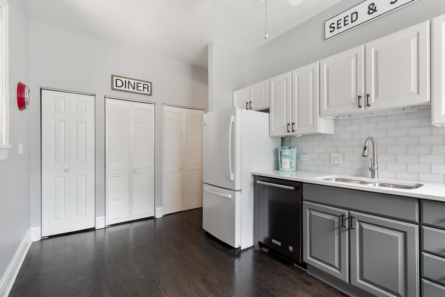 Real Estate Photography - 426 Hamilton, Unit 2, Evanston, IL, 60202 - Kitchen