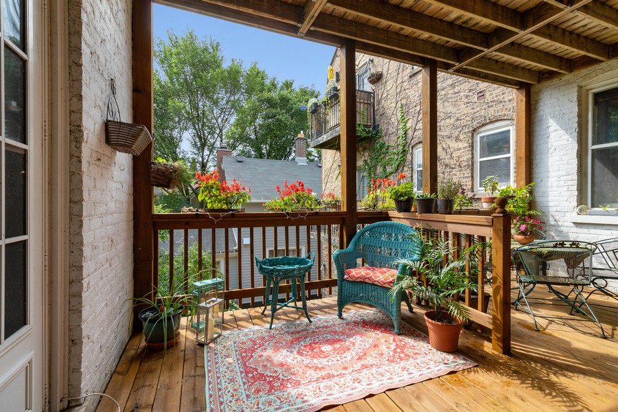 Real Estate Photography - 426 Hamilton, Unit 2, Evanston, IL, 60202 - Balcony