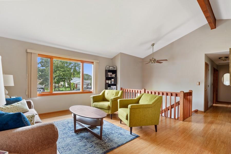 Real Estate Photography - 821 N Beck Rd, Lindenhurst, IL, 60046 - Living Room