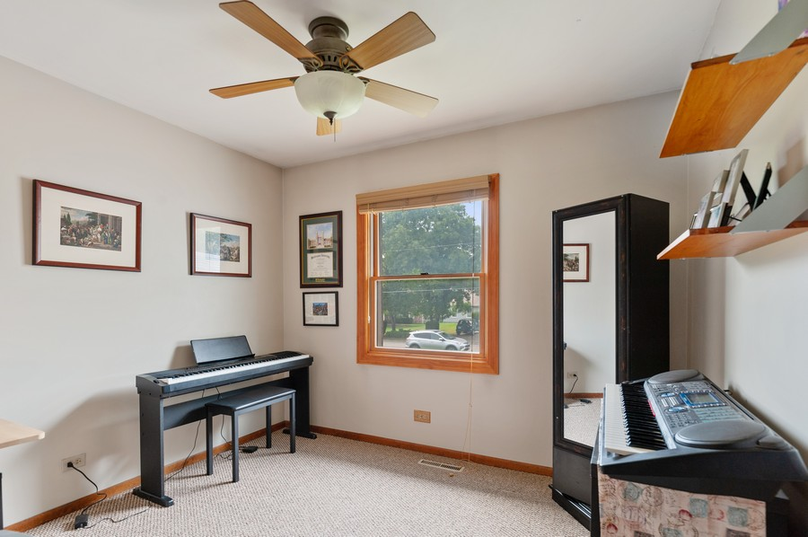 Real Estate Photography - 821 N Beck Rd, Lindenhurst, IL, 60046 - Office