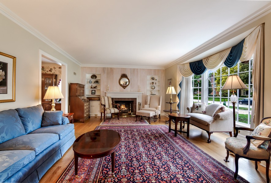 Real Estate Photography - 605 S. Burton Pl, Arlington Heights, IL, 60005 - Living Room