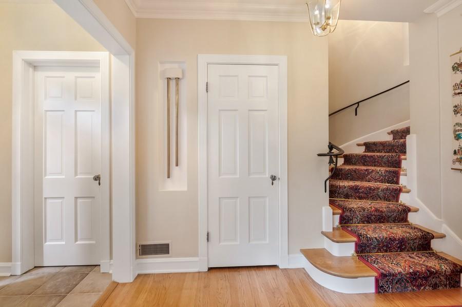 Real Estate Photography - 605 S. Burton Pl, Arlington Heights, IL, 60005 - Foyer