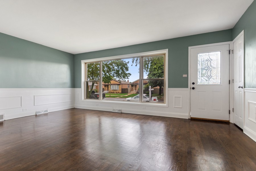 Real Estate Photography - 5120 S Natchez Ave, Chicago, IL, 60638 - Living Room