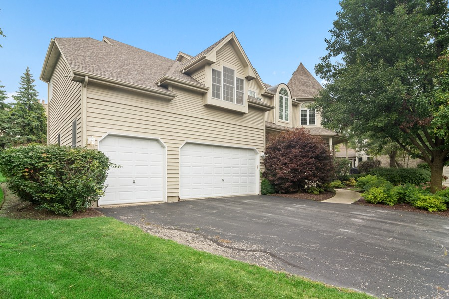 Real Estate Photography - 22820 S Woodcrest Ln, Kildeer, IL, 60047 - Garage