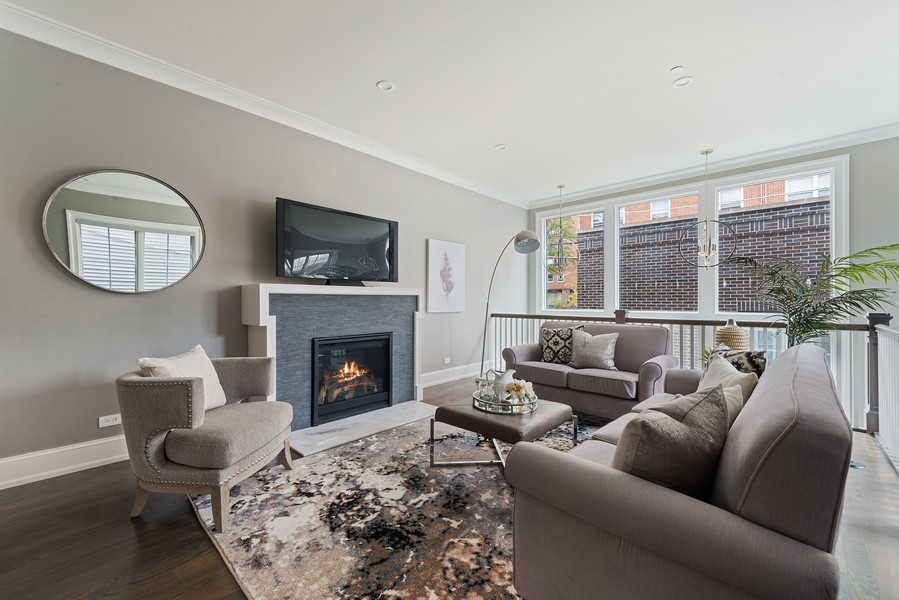 Real Estate Photography - 1306 W Byron St, Chicago, IL, 60613 - Family Room