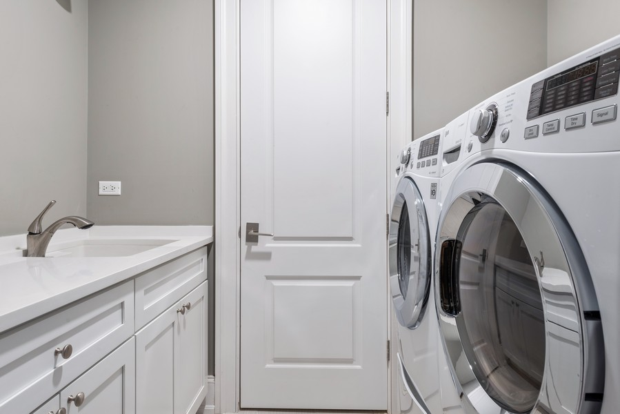 Real Estate Photography - 1306 W Byron St, Chicago, IL, 60613 - Laundry Room