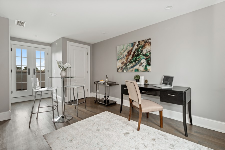 Real Estate Photography - 1306 W Byron St, Chicago, IL, 60613 - Den