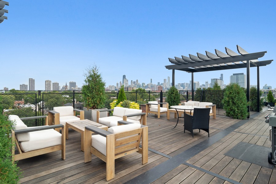 Real Estate Photography - 1855 N Sheffield Ave, Unit 105, Chicago, IL, 60614 - Roof Deck