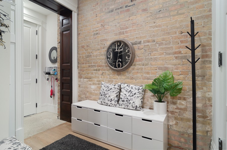 Real Estate Photography - 1855 N Sheffield Ave, Unit 105, Chicago, IL, 60614 - Foyer