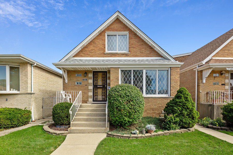 Real Estate Photography - 5727 S Austin Avenue, Chicago, IL, 60638 - Front View