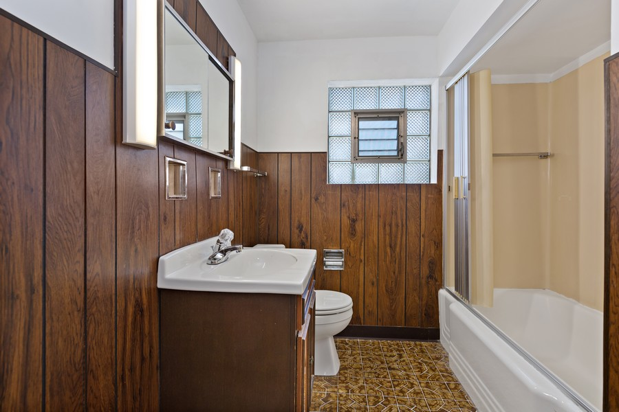 Real Estate Photography - 5727 S Austin Avenue, Chicago, IL, 60638 - 2nd Bathroom