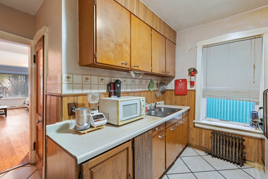 Real Estate Photography - 3804 N Sawyer Ave, Chicago, IL, 60618 - Kitchen