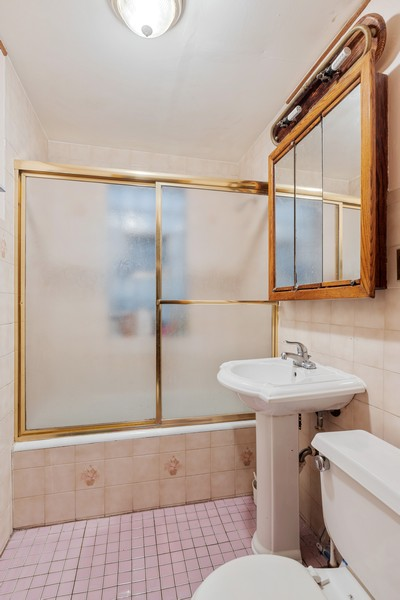 Real Estate Photography - 3804 N Sawyer Ave, Chicago, IL, 60618 - 2nd Bathroom