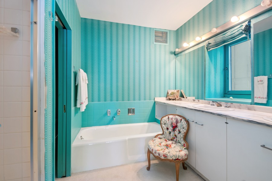 Real Estate Photography - 1100 N Lake Shore Dr, 13A, Chicago, IL, 60611 - Master Bathroom