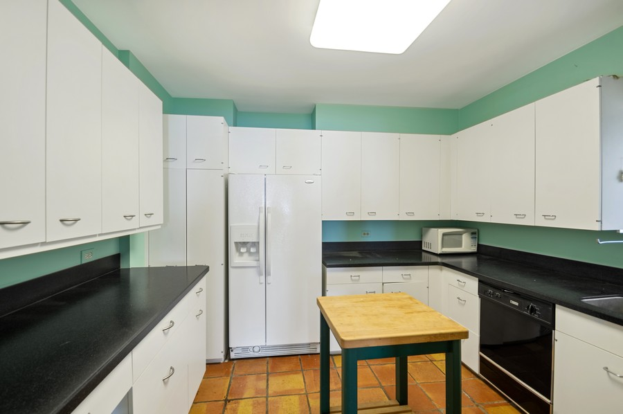 Real Estate Photography - 1100 N Lake Shore Dr, 13A, Chicago, IL, 60611 - Kitchen