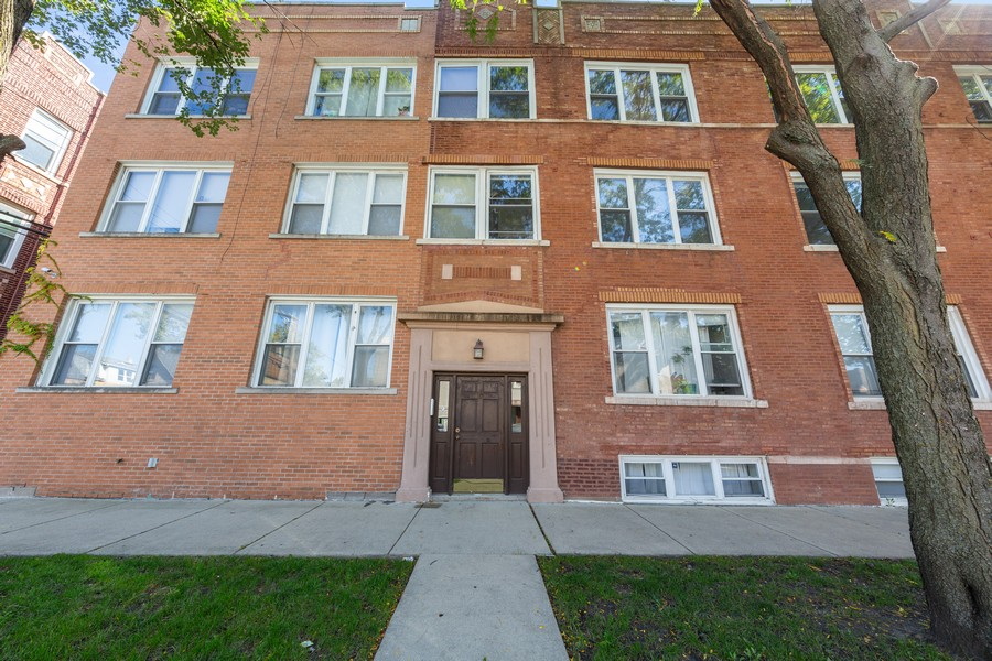 Real Estate Photography - 2605 N Hamlin #2, Chicago, IL, 60647 - Front View