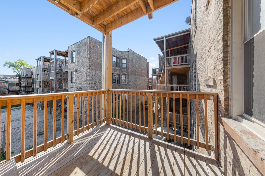 Real Estate Photography - 2605 N Hamlin #2, Chicago, IL, 60647 - Deck