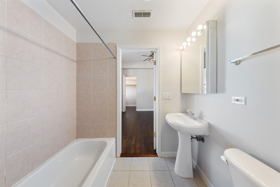 Real Estate Photography - 2605 N Hamlin #2, Chicago, IL, 60647 - Bathroom