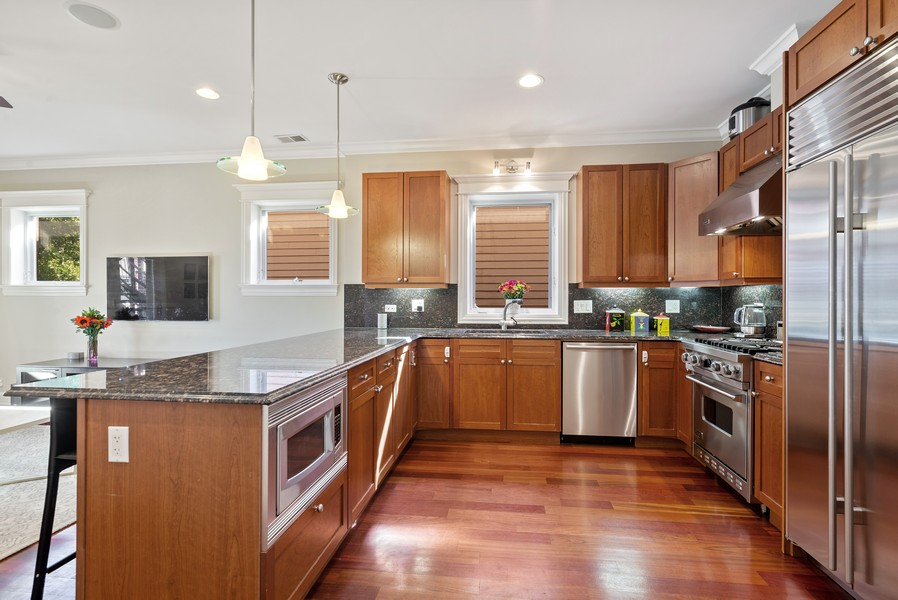 Real Estate Photography - 3555 N. Marshfield, #2, Chicago, IL, 60613 - Kitchen