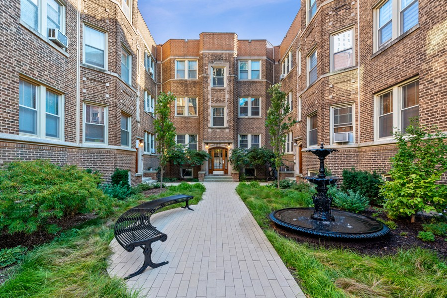 Real Estate Photography - 545 W. Addison St., Unit 1, Chicago, IL, 60613 - Front View