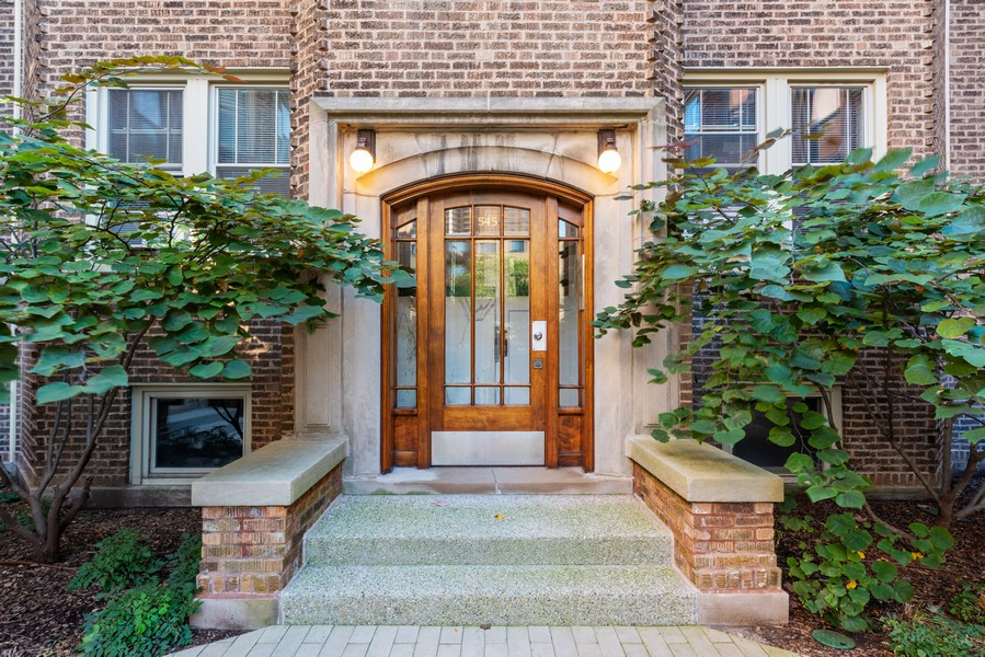 Real Estate Photography - 545 W. Addison St., Unit 1, Chicago, IL, 60613 - Entryway