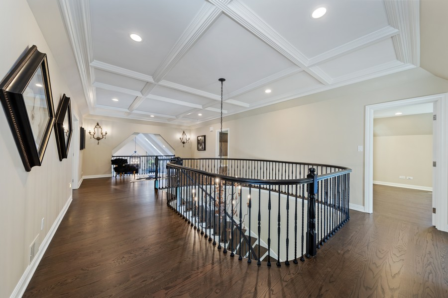 Real Estate Photography - 527 Princeton Rd, Hinsdale, IL, 60521 - 2nd Floor Corridor