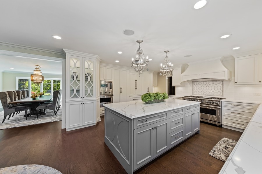 Real Estate Photography - 527 Princeton Rd, Hinsdale, IL, 60521 - Kitchen