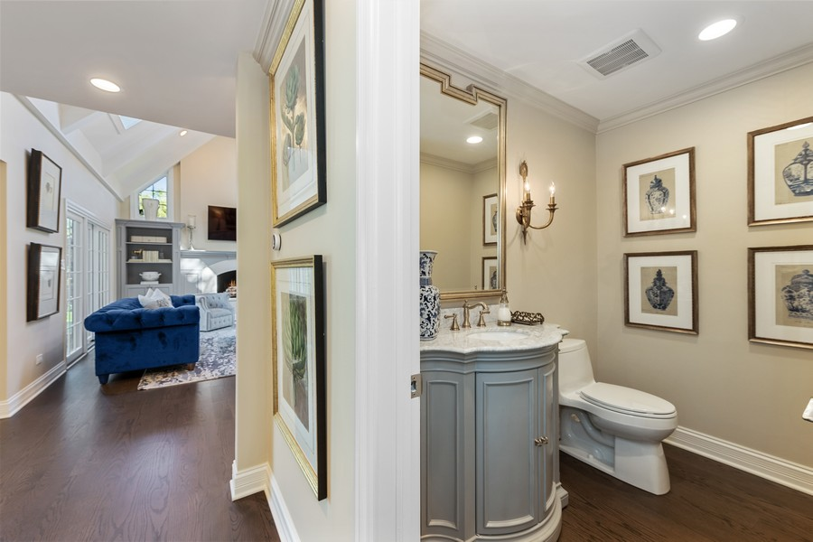 Real Estate Photography - 527 Princeton Rd, Hinsdale, IL, 60521 - Powder Room