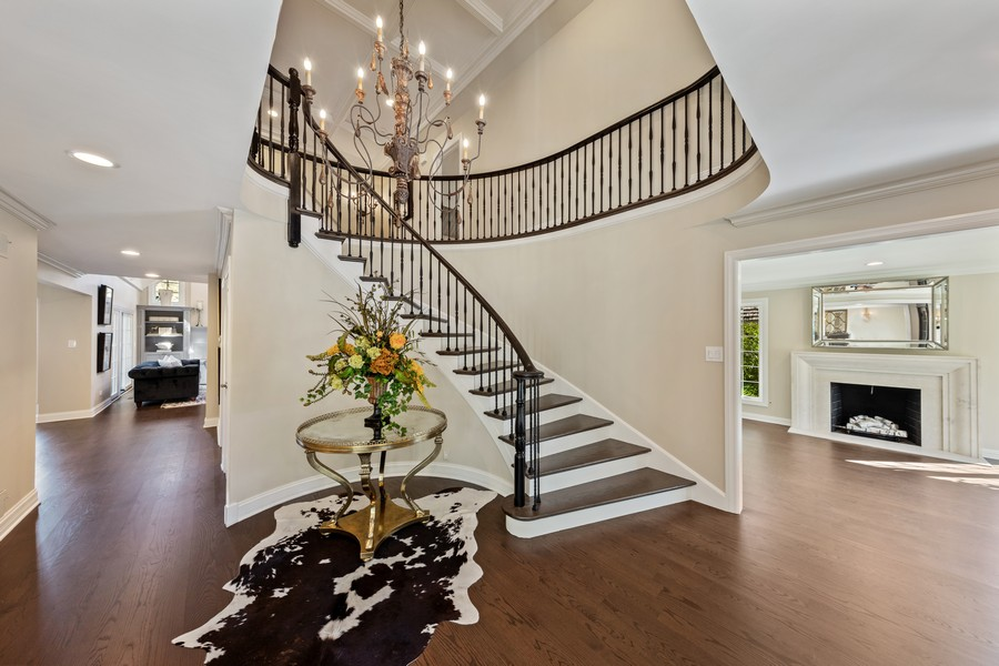 Real Estate Photography - 527 Princeton Rd, Hinsdale, IL, 60521 - Foyer