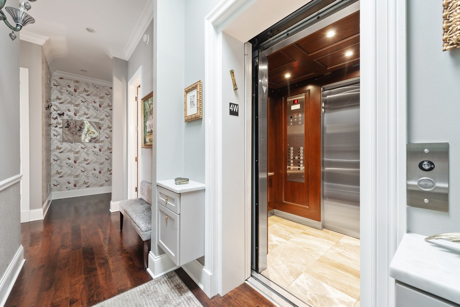 Real Estate Photography - 456 W Deming, Unit 4W, Chicago, IL, 60614 - Foyer