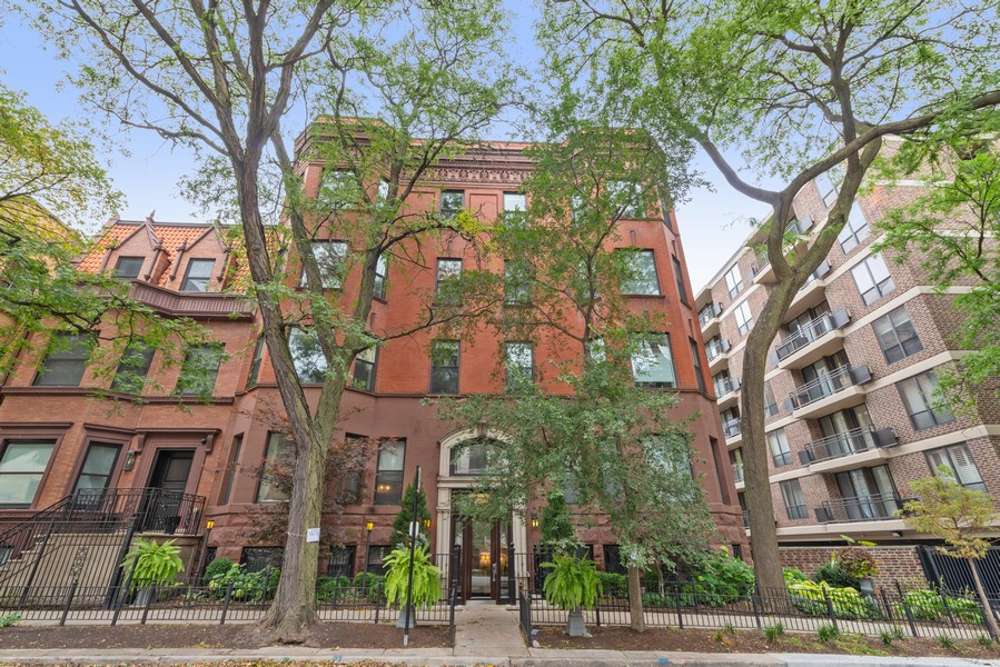 Real Estate Photography - 456 W Deming, Unit 4W, Chicago, IL, 60614 - Front View