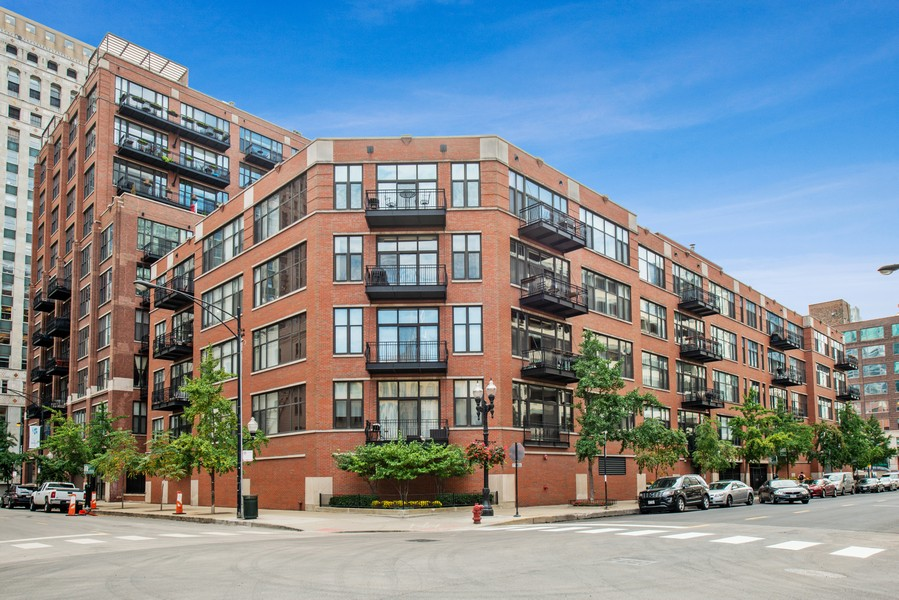 Real Estate Photography - 333 W Hubbard, 2A, Chicago, IL, 60654 - Front View