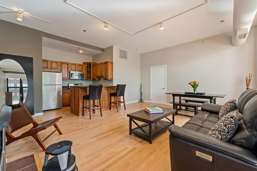 Real Estate Photography - 333 W Hubbard, 2A, Chicago, IL, 60654 - Kitchen / Living Room