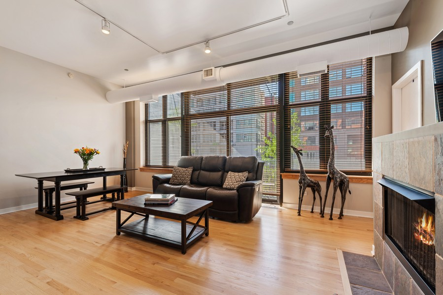 Real Estate Photography - 333 W Hubbard, 2A, Chicago, IL, 60654 - Living Room / Dining Room