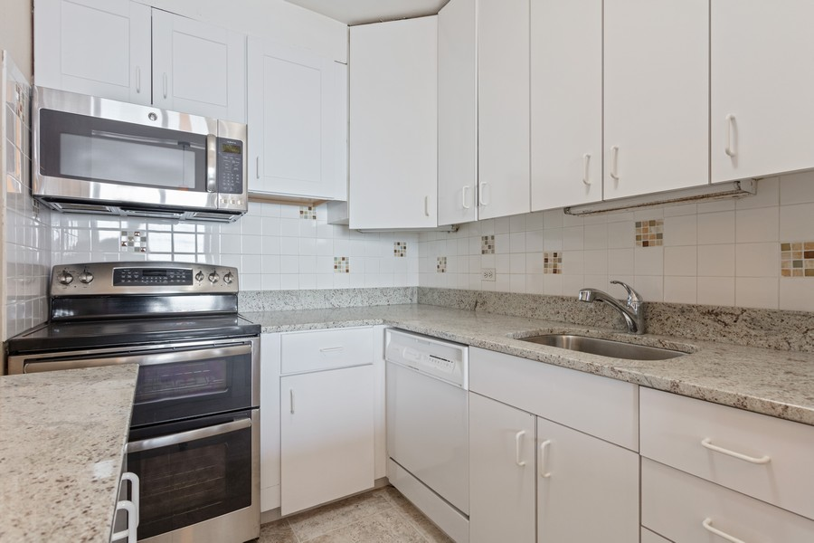 Real Estate Photography - 1550 N Lake Shore Dr, Chicago, IL, 60610 - Kitchen