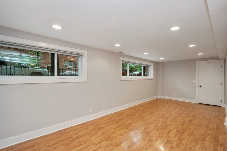 Real Estate Photography - 1735 W Grace St, Unit GW, Chicago, IL, 60613 - Living Room