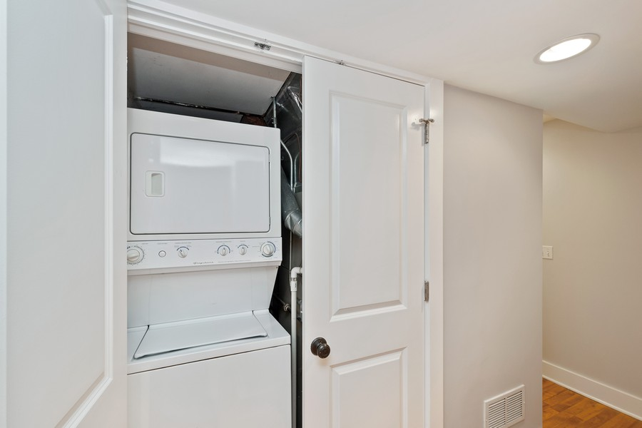 Real Estate Photography - 1735 W Grace St, Unit GW, Chicago, IL, 60613 - Laundry Room