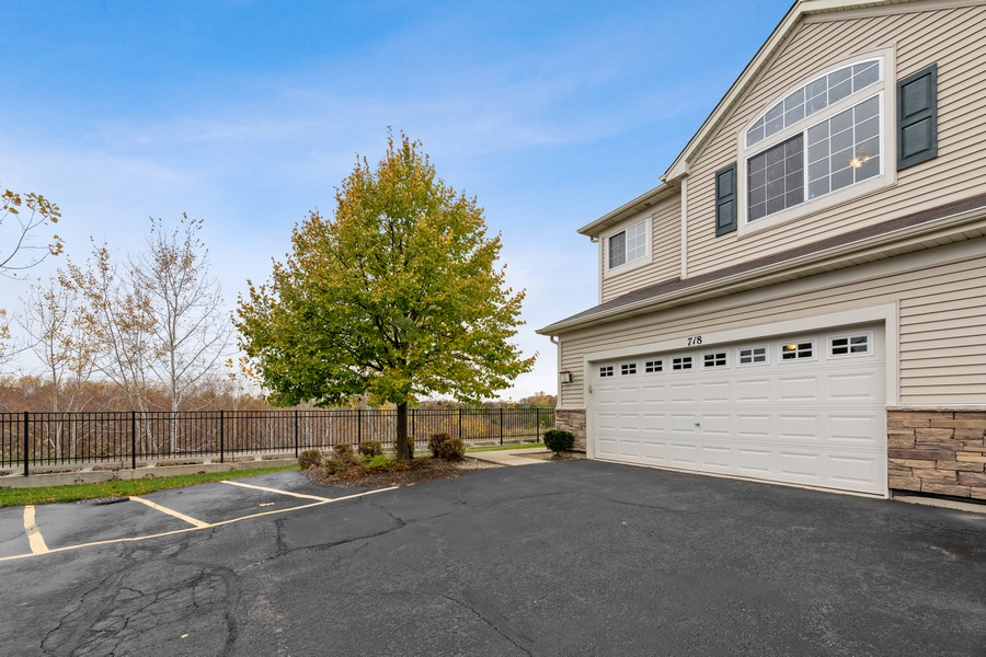 Real Estate Photography - 718 S Jade Ln, Rolling Meadows, IL, 60073 - Garage