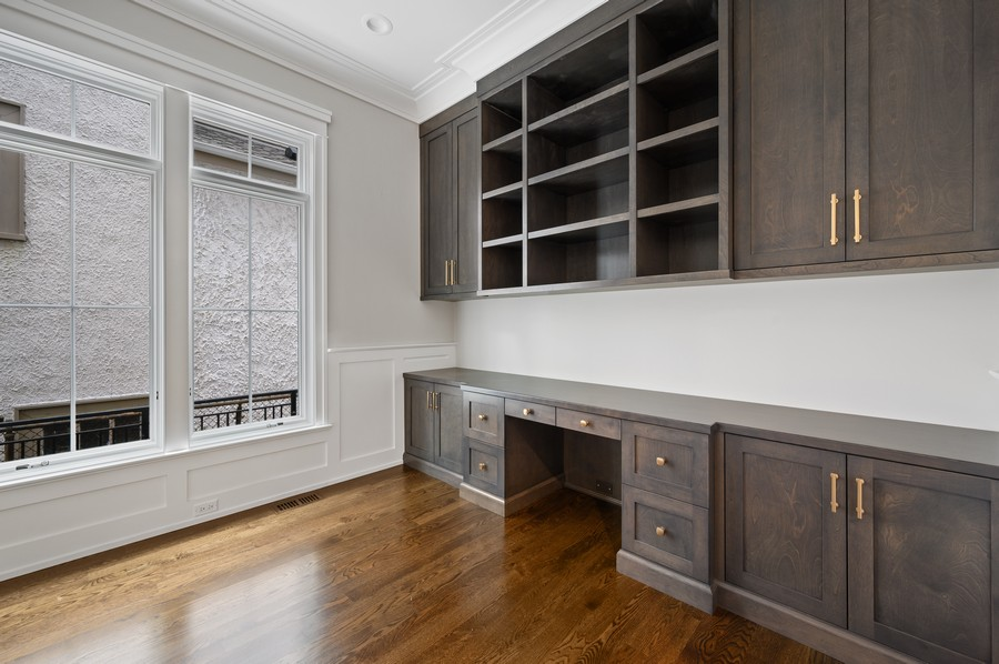 Real Estate Photography - 1119 Forest Ave, Wilmette, IL, 60091 - Office